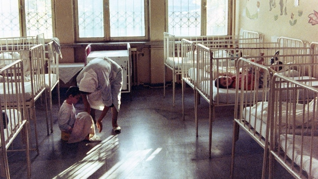 THE CASE OF THE ROMANIAN ORPHANS, BRAIN DEVELOPMENT AND THE PARALLELS TO CHILDCARE IN THE U.S.